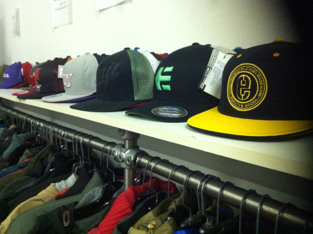 Agence-Royal-vente-casquettes-AVRIL2013