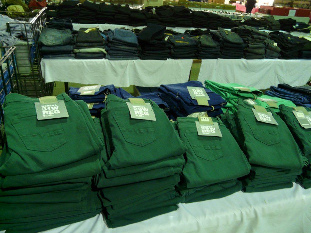 Jeans de couleur pour femmes Bench - 40$