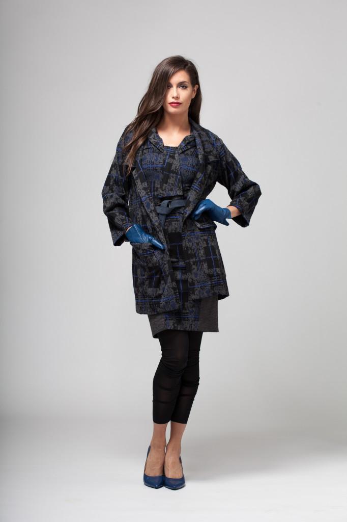 Christian Chenail signe une collection automne-hiver dédiée à la femme BCBG: motifs écossais et coupe droite parfaits pour les femmes actives (Crédits Photo: César Ochoa)